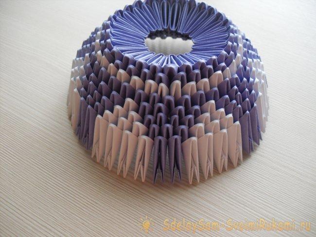 Ваза из треугольных модулей оригами