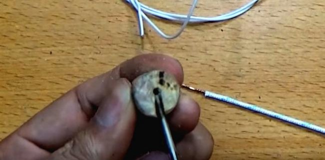 Mini soldering iron with battery power