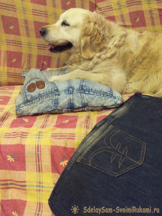 We sew jeans cover on the sofa