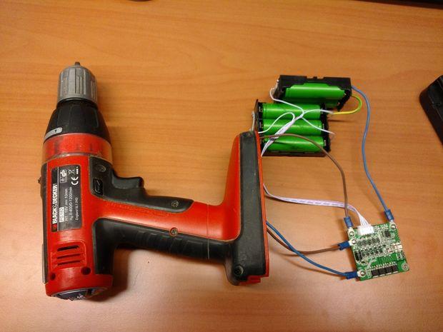 Replacing the screwdrivers batteries