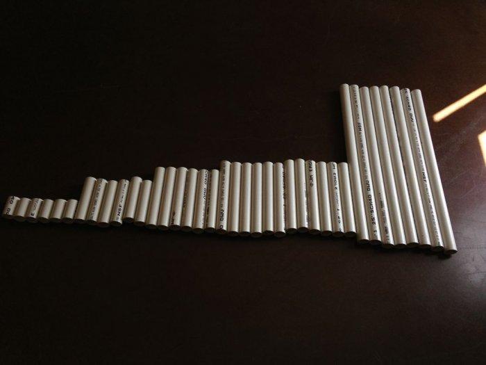 Большой стол из пластиковых труб