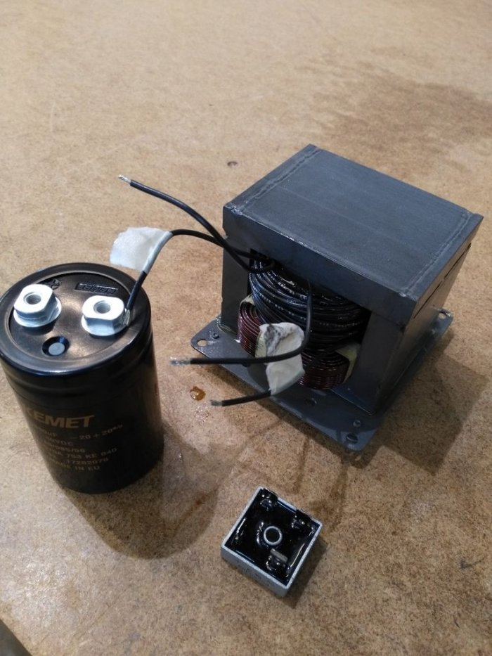 Powerful microwave transformer power supply
