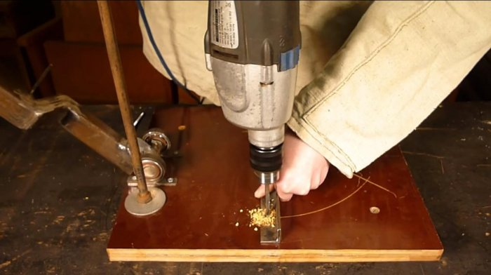 Stand for grinders or pendulum saw from angle grinder