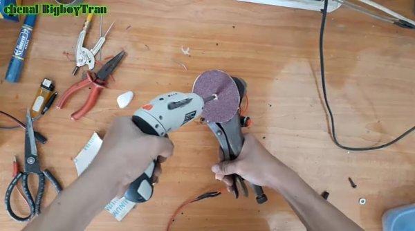 Портативная дисковая шлифмашинка на 12 В