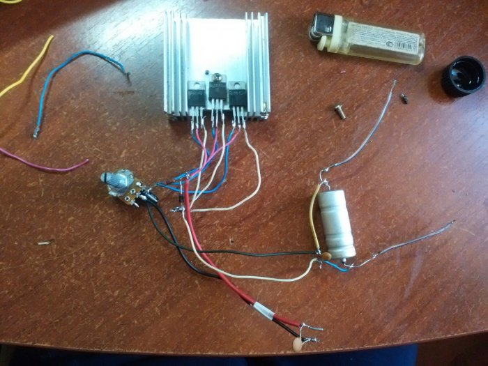 Simple adjustable power supply on three LM317 chips