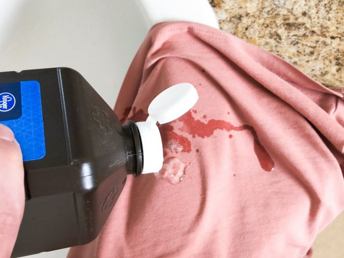 How to remove blood from clothes