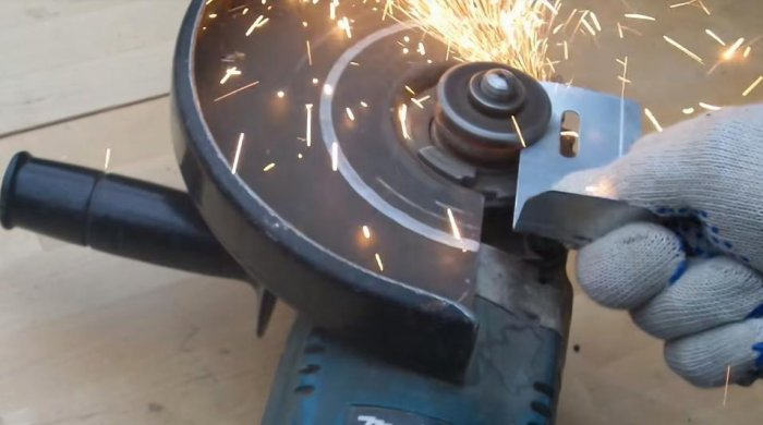 1523691132 8 - Простой способ открутить гайку крепления диска на болгарке