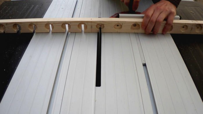 1523855914 19 - Делаем держатели для инструментов в гараже