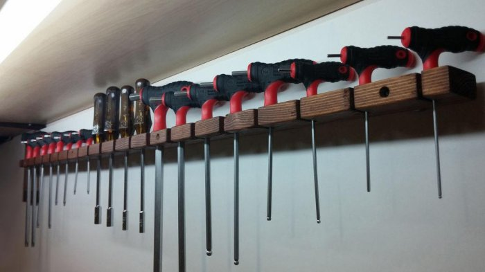 1523855958 30 - Делаем держатели для инструментов в гараже