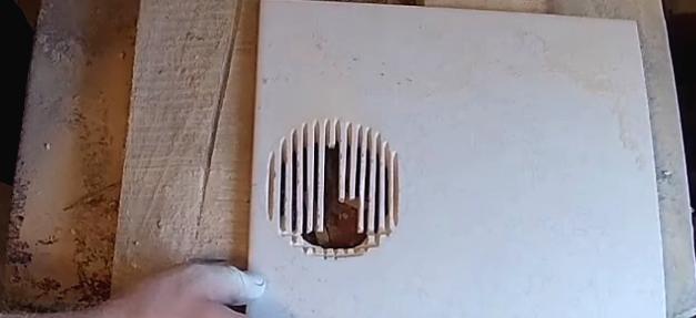 1525432637 7 - Вырезаем круглое отверстие в плитке с помощью болгарки