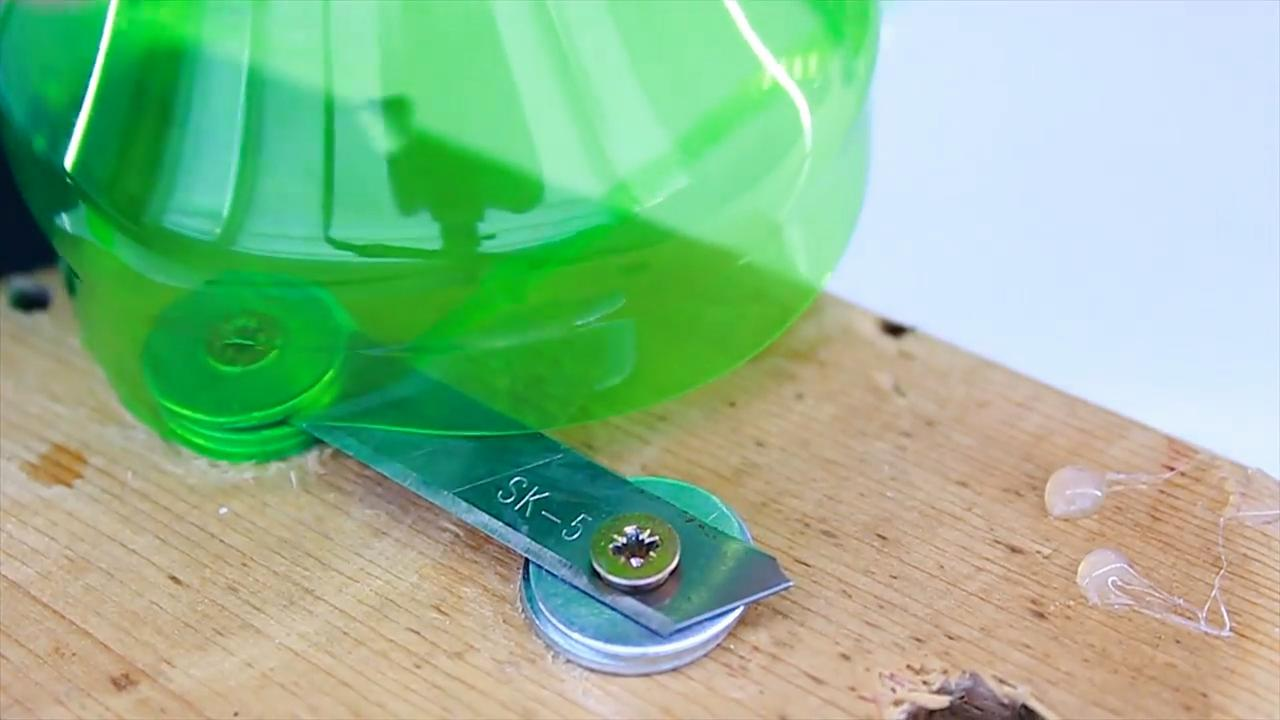 Витой жгут для проводов из пластиковой бутылки