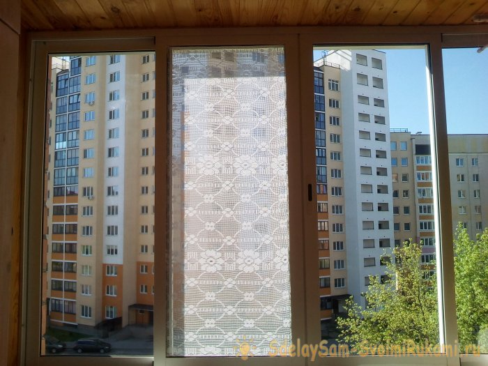 How to quickly close the balcony windows with tulle