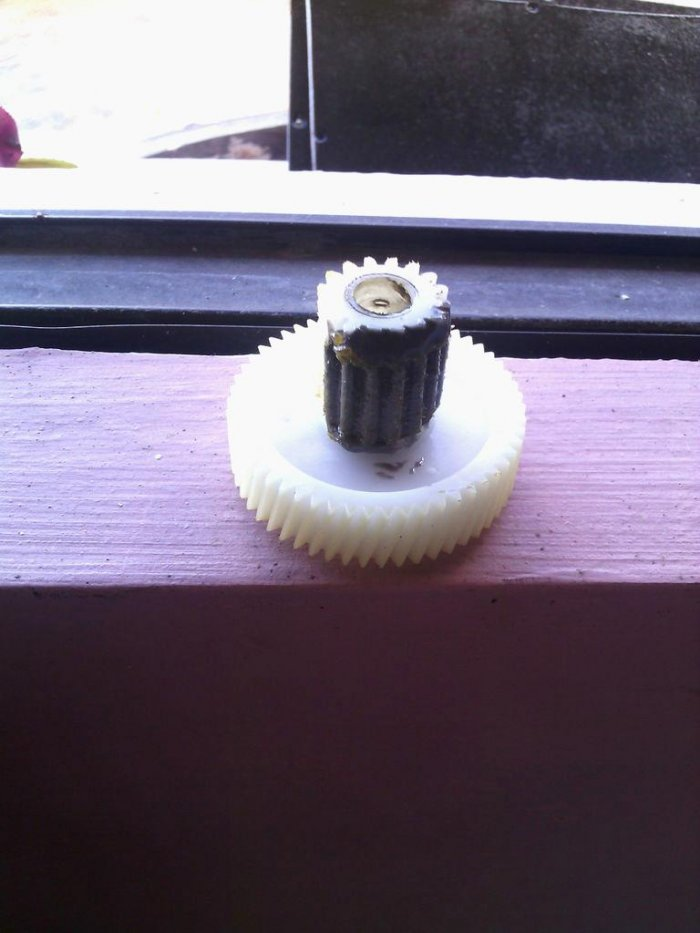 How to restore a plastic gear