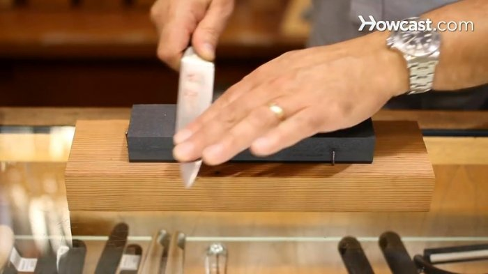 How to sharpen a knife on the stone