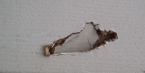 How to seal a hole in the interior door