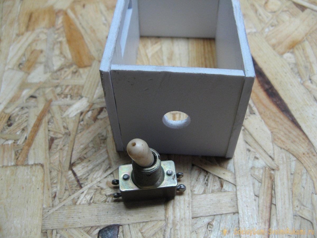 Переключатель напряжения между выводами блока питания компьютера