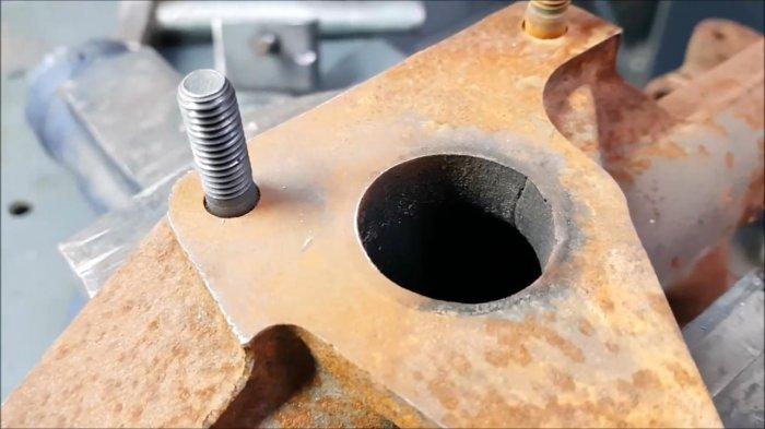 1530465102 21 - Как выкрутить обломанную шпильку