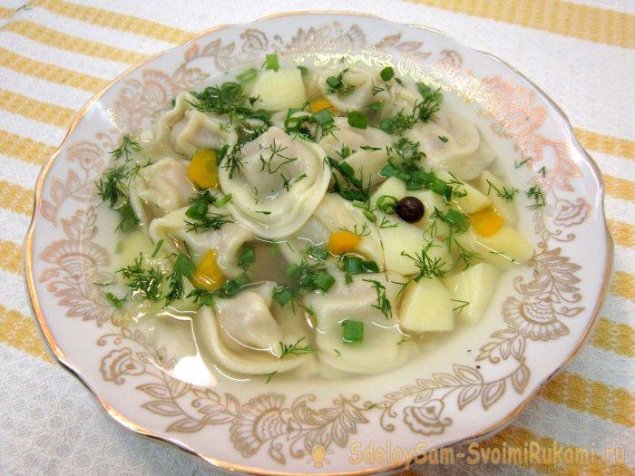 Суп с пельменями - новый взгляд на привычное блюдо: рецепт