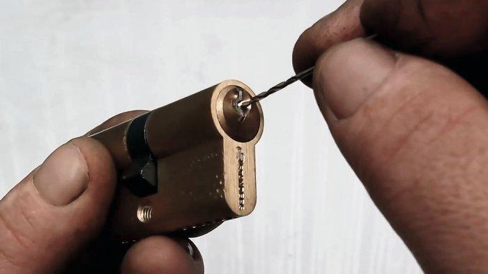 1530723439 4 - Достаем поломанный ключ из замка