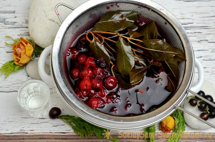 Cherry and black currant liqueur