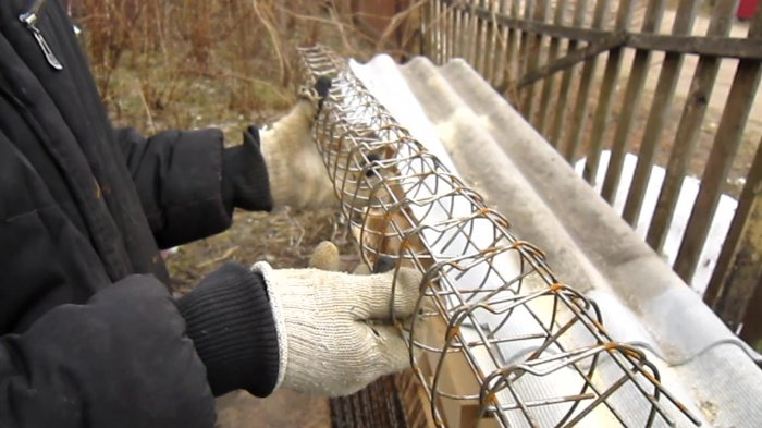 How to make a reinforced concrete pillar for a blow-in fence by yourself