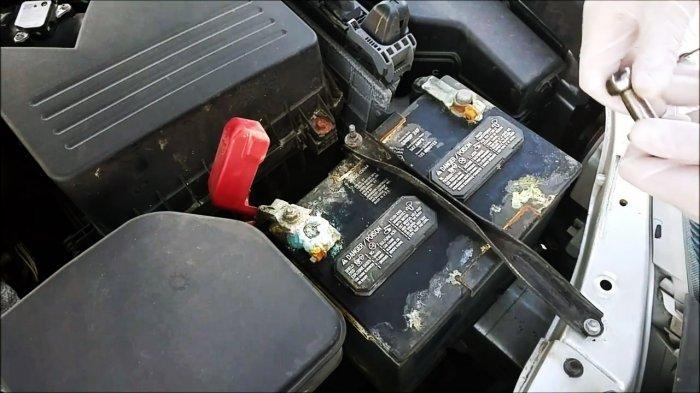 Как быстро очистить клеммы аккумулятора