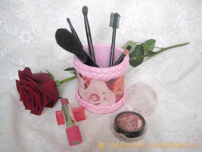 Органайзер для косметических кистей и карандашей