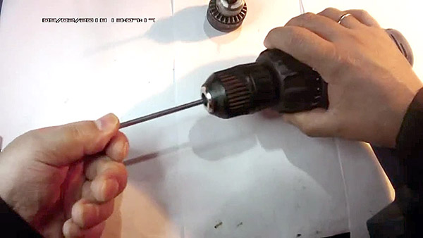 How to eliminate the beating of the cartridge in the screwdriver