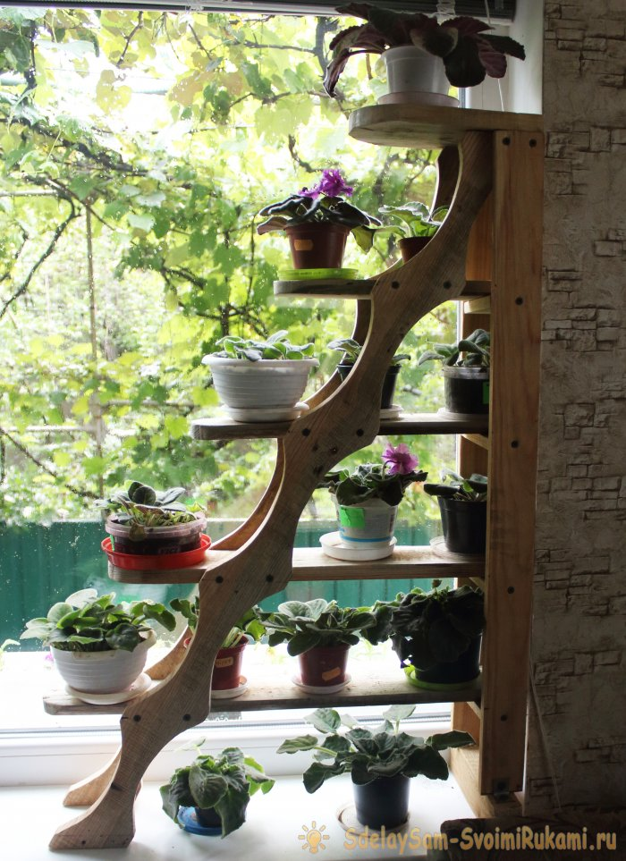 Wooden shelf for flowers with their own hands