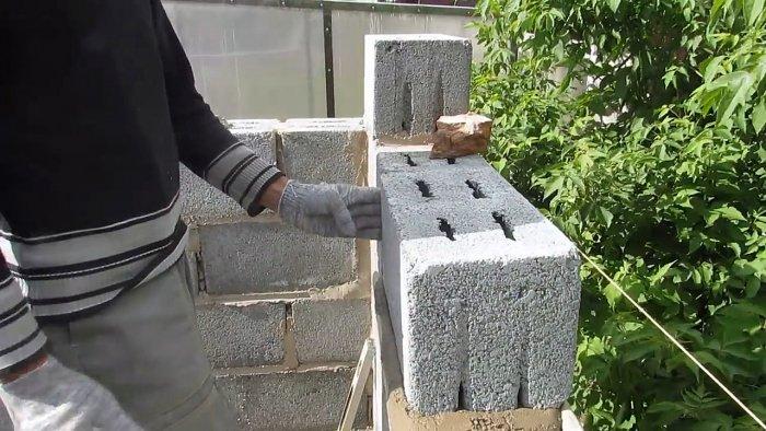 приспособление для кладки керамзитобетонных блоков
