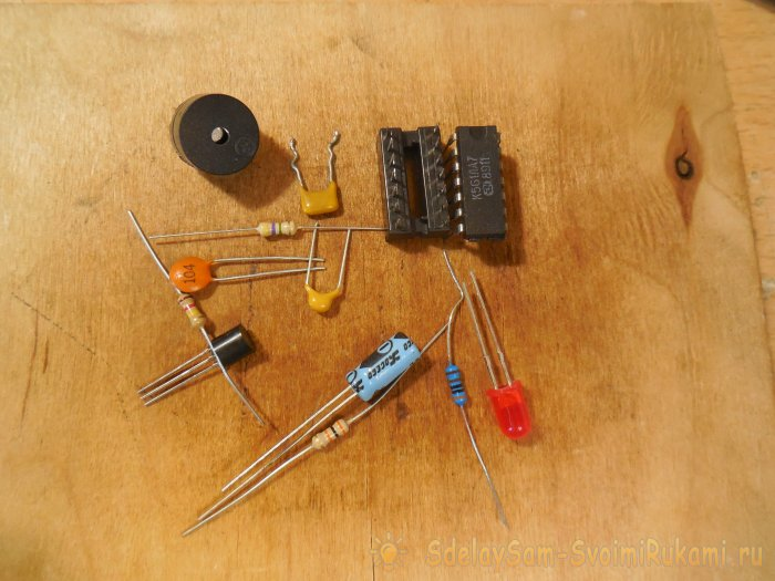 Detector for hidden wiring