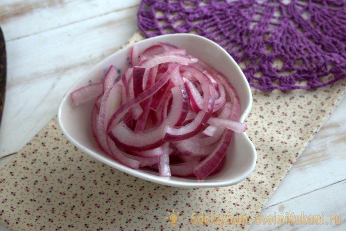 Маринованный красный лук (для канапе, салатов, бургеров )