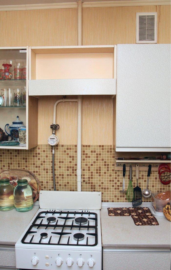 Как привольно установить вытяжку на кухню