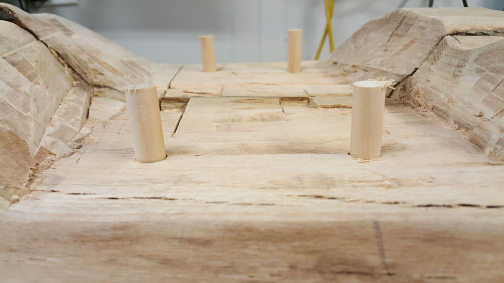 Оригинальная скамья из натурального дерева