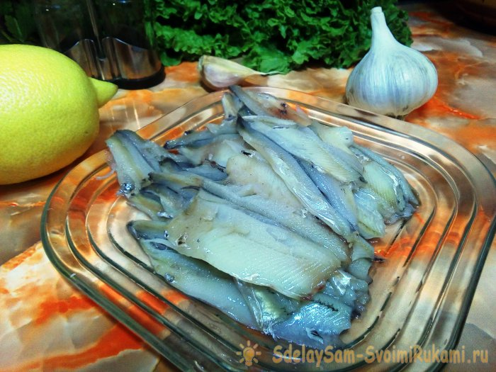 Как легко очистить мойву от костей , а также любую мелкую рыбу