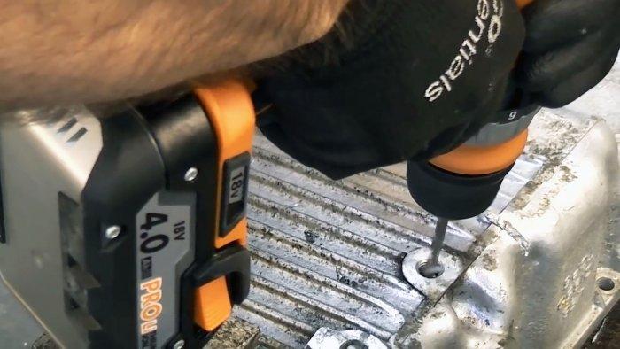 Как извлечь сломанный болт или шпильку из глубокого отверстия