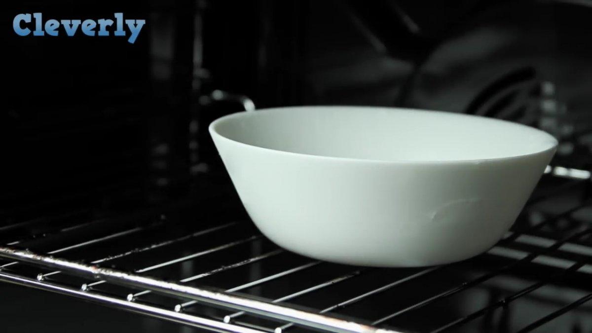 Простая очистка духовки подручными средствами