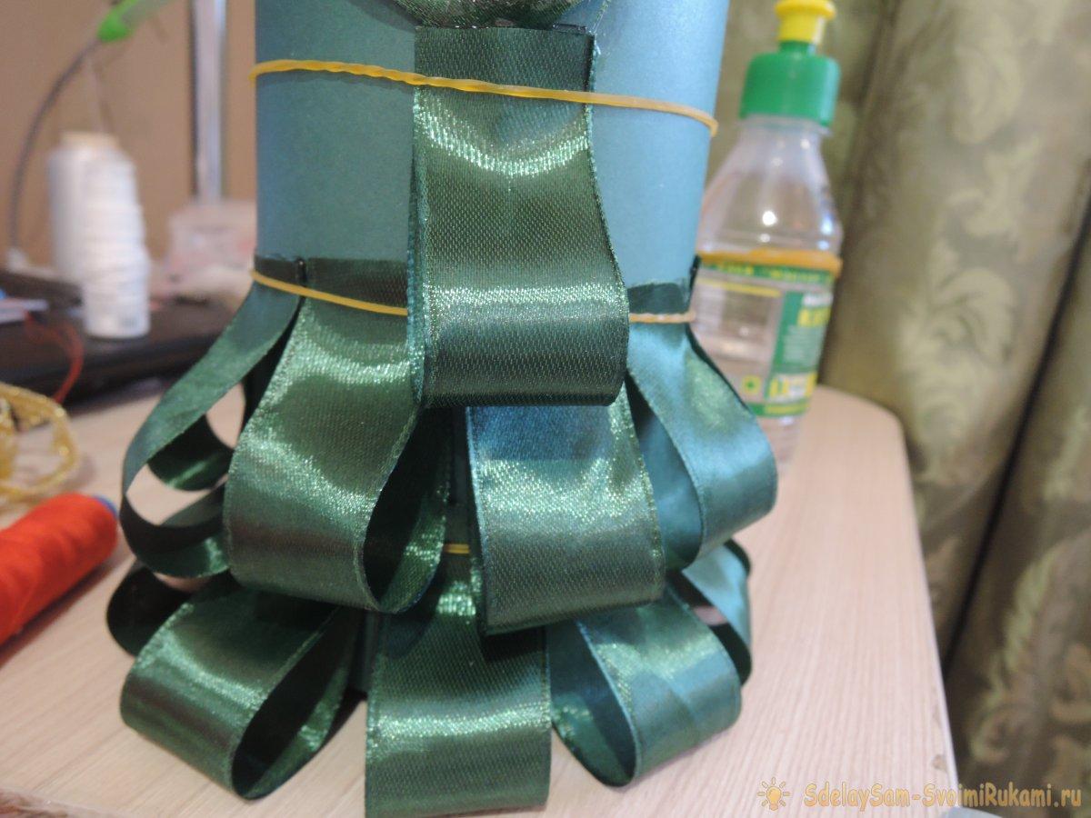 Шампанское в наряде елочки для новогоднего стола