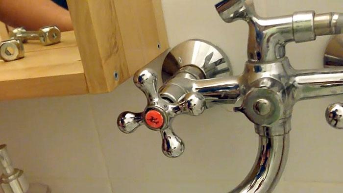 Капает водопроводный кран: как устранить утечку воды?