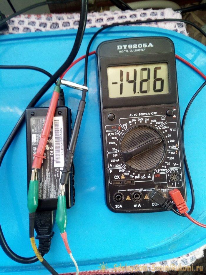 Как зарядить 12В аккумулятор 19В адаптером питания ноутбука