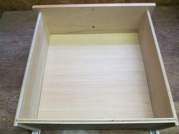 Тайник в ящике письменного стола