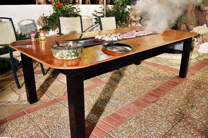 Самодельный стол со встроенным барбекю