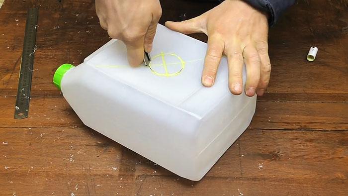 Катушка под кабель из пластиковой канистры