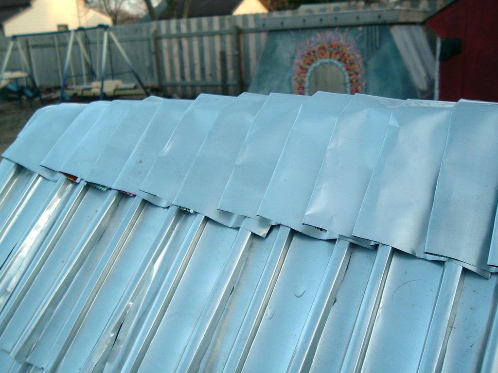 Кровля крыши из алюминиевых банок