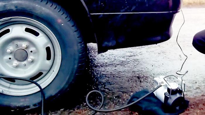 Как поменять колесо без домкрата