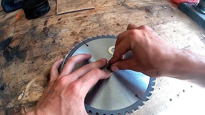Как установить пильный диск на триммер