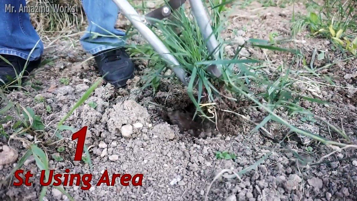 Универсальный садовый инструмент с помощью которого можно удалять сорняки, посадить или пересадить любое растения