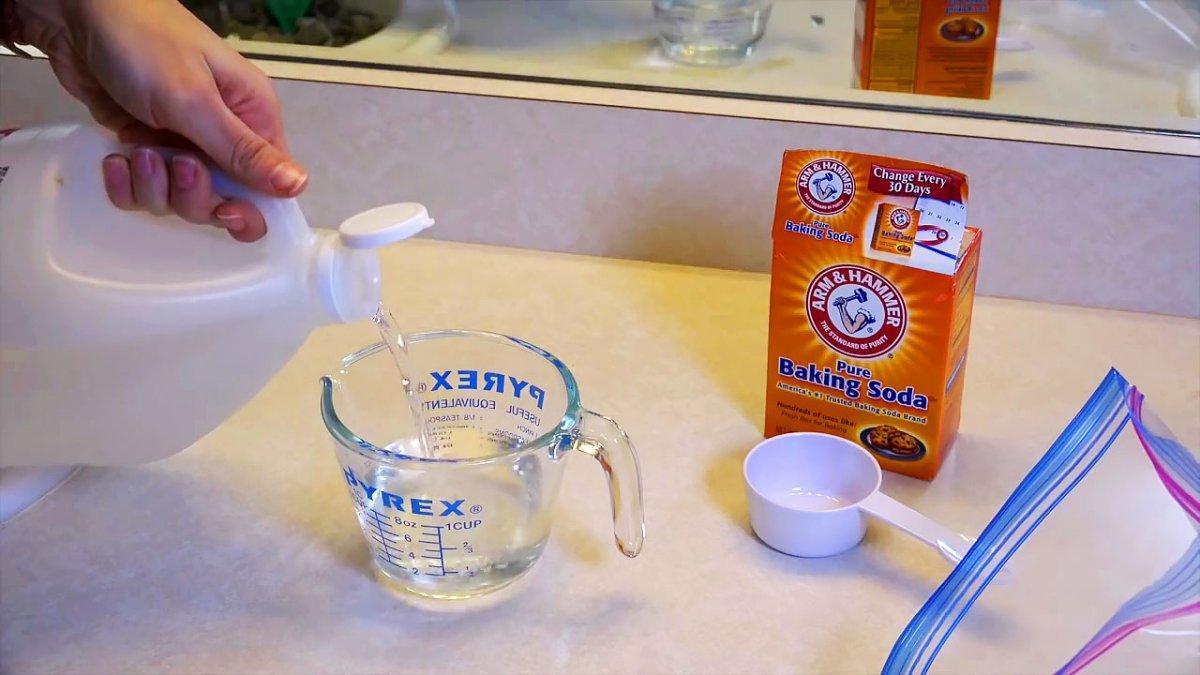 Как самому легко и быстро почистить душевую лейку
