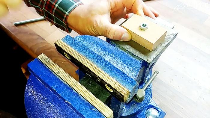 Самодельный разметочный рейсмус - незаменимая вещь для столяра, плотника и других