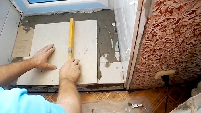 Как быстро и надежно сделать порог на балкон из остатков гипсокартона и плитки